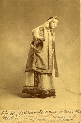 Photograph of Pauline Donalda (in costume)