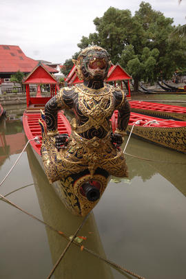 Royal Barge detail (9).NEF