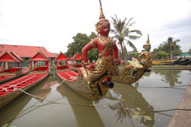 Royal Barge detail (12).NEF